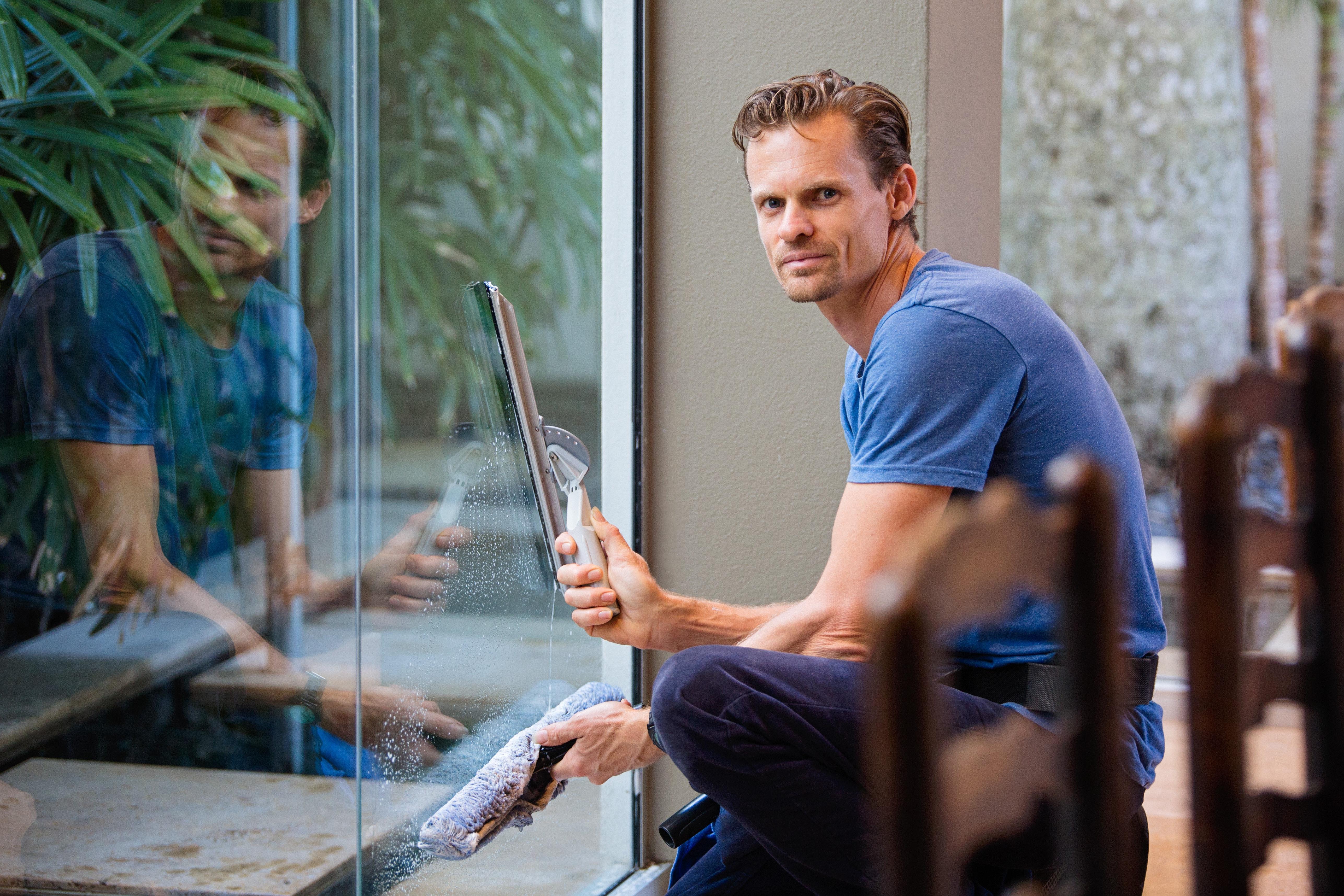 Etsimme uusia työkavereita: Siivooja / ikkunanpesijä (kesätyö)